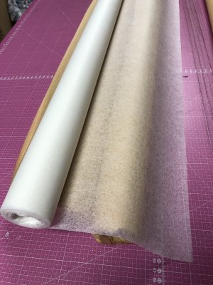 Mönsterpapper Non-Woven Rulle, 25 meter, 82 cm bred